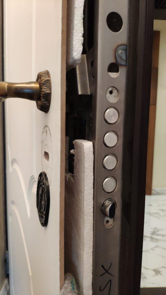 Сварка конструкции двери и установка шумоизоляции с разбором дверного полотна